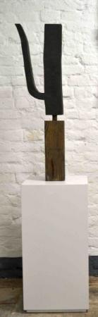 o-68 Klaas Gubbels, zwart sober, sculptuur, verf op hout, 2014